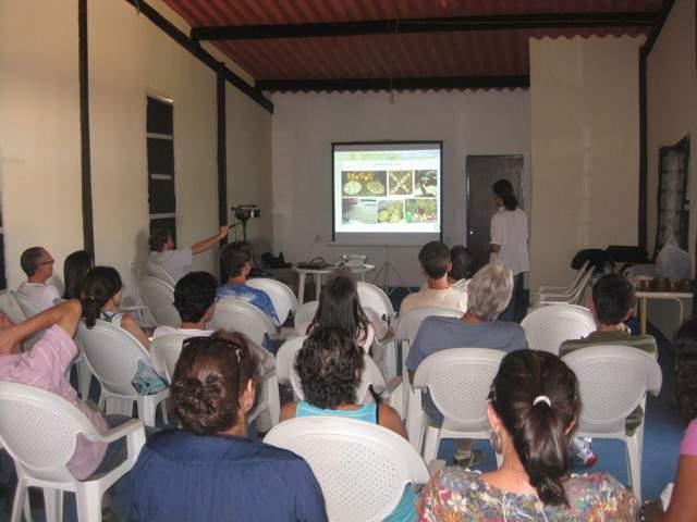 (Palestra sobre vegetarianismo e crudivorismo. Prof. Adriano Caceres.)